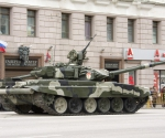 Т-90 на параде.jpg
