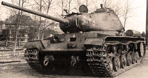 КВ-85 в селе