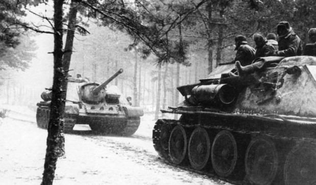 Колонна СУ-85М в Восточной Пруссии. Январь, 1945.
