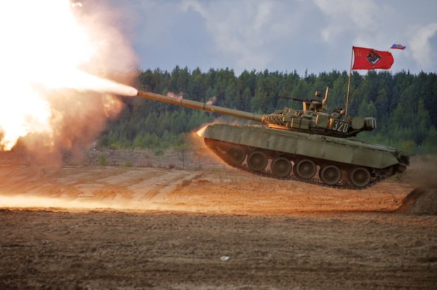 фото Т-80 стреляет в прыжке